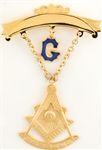 Past Master Swinger Jewel.10K YG. One curved bar with hanging G with Square & Compass, Quadrant & Sun.