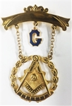 Past Master Swinger Jewel. Gold Filled. One curved bar with hanging G with Square, Compass , Quadrant and Sun within wreath